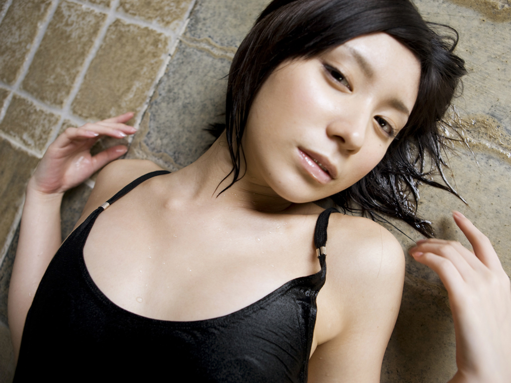 More Hot Pictures from Japanese U15 Idol Imageboards